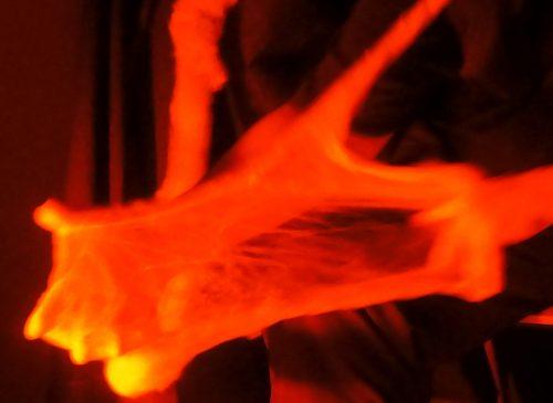Physikalische Medialität Ektoplasma gestreckt, Hände, Kai Mügge, Rotlicht