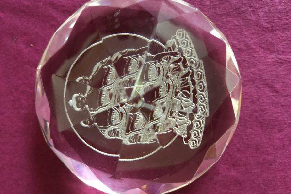 Materialisierter Glaskristall mit Gravur