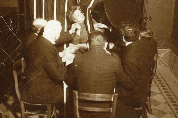 Sitzung, Palladino Sitzer Kabinett Tisch